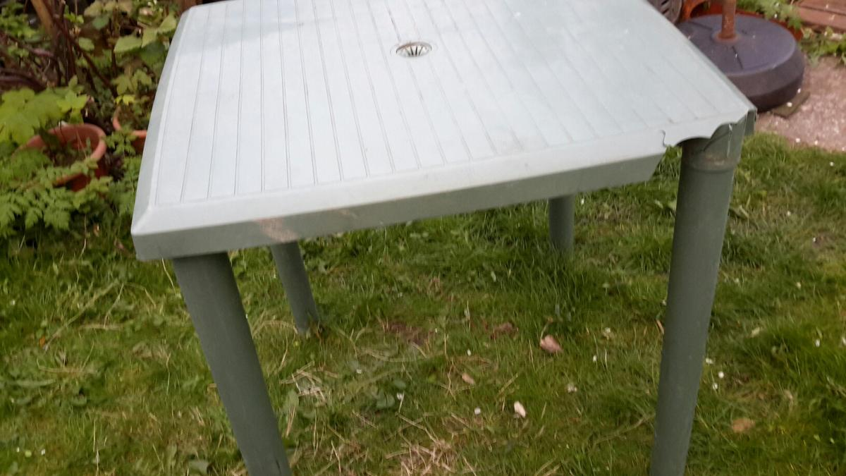 Table Polypropylène 4 Seater Table Green Plastic Polypropylene In Ll18 Rhyl For 3 00