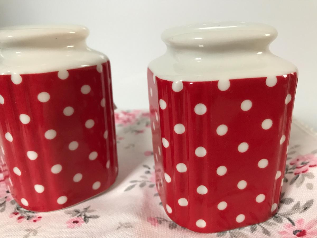 Salz Preis Greengate Spot Red Salz Pfeffer Streuer Set, In 97440 Werneck For €29.00 For Sale | Shpock