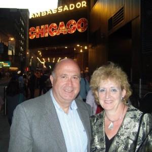 En New York, 30 de abril de 2009. Ante el Teatro Ambassador, para asistir al musical Chicago.