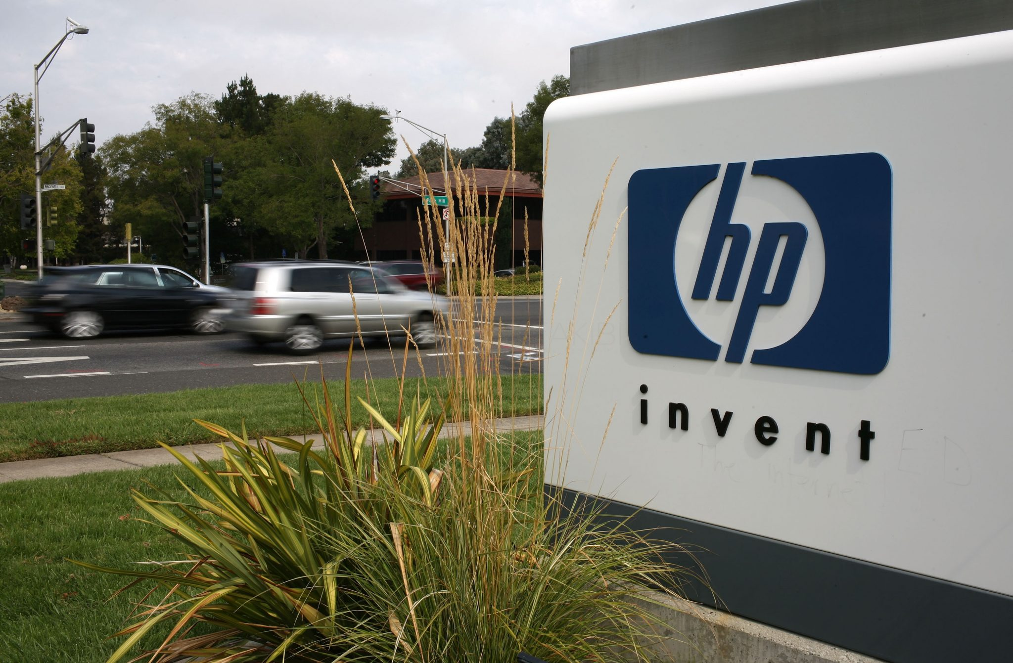PALO ALTO, CA - SEPTEMBER 16: The HP logo is displayed on the entrance to the Hewlett-Packard Headquarters September 16, 2008 in Palo Alto, California. Hewlett-Packard announced on Monday that it is planning to cut 24,600 jobs worldwide over the next three years after its purchase of Electronic Data Systems for $13.9 billion. (Photo by Justin Sullivan/Getty Images)