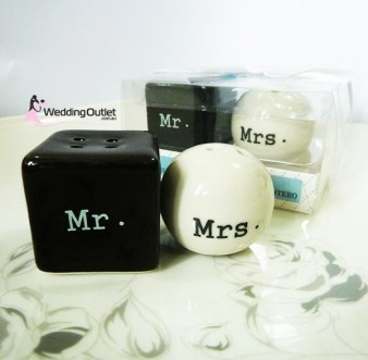 Mr and Mrs Salt and Pepper Shakers Wedding Favors