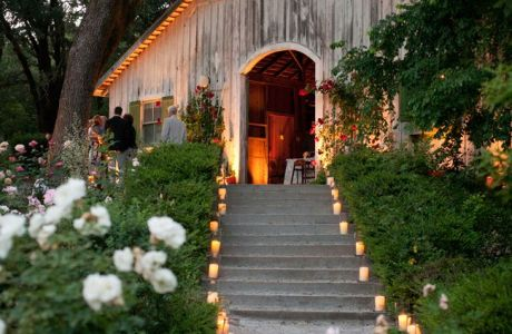 Romantic Ways to Use Candles at Your Wedding