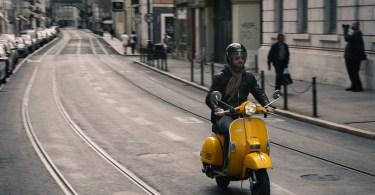 Scooter dans les rues de Lisbonne