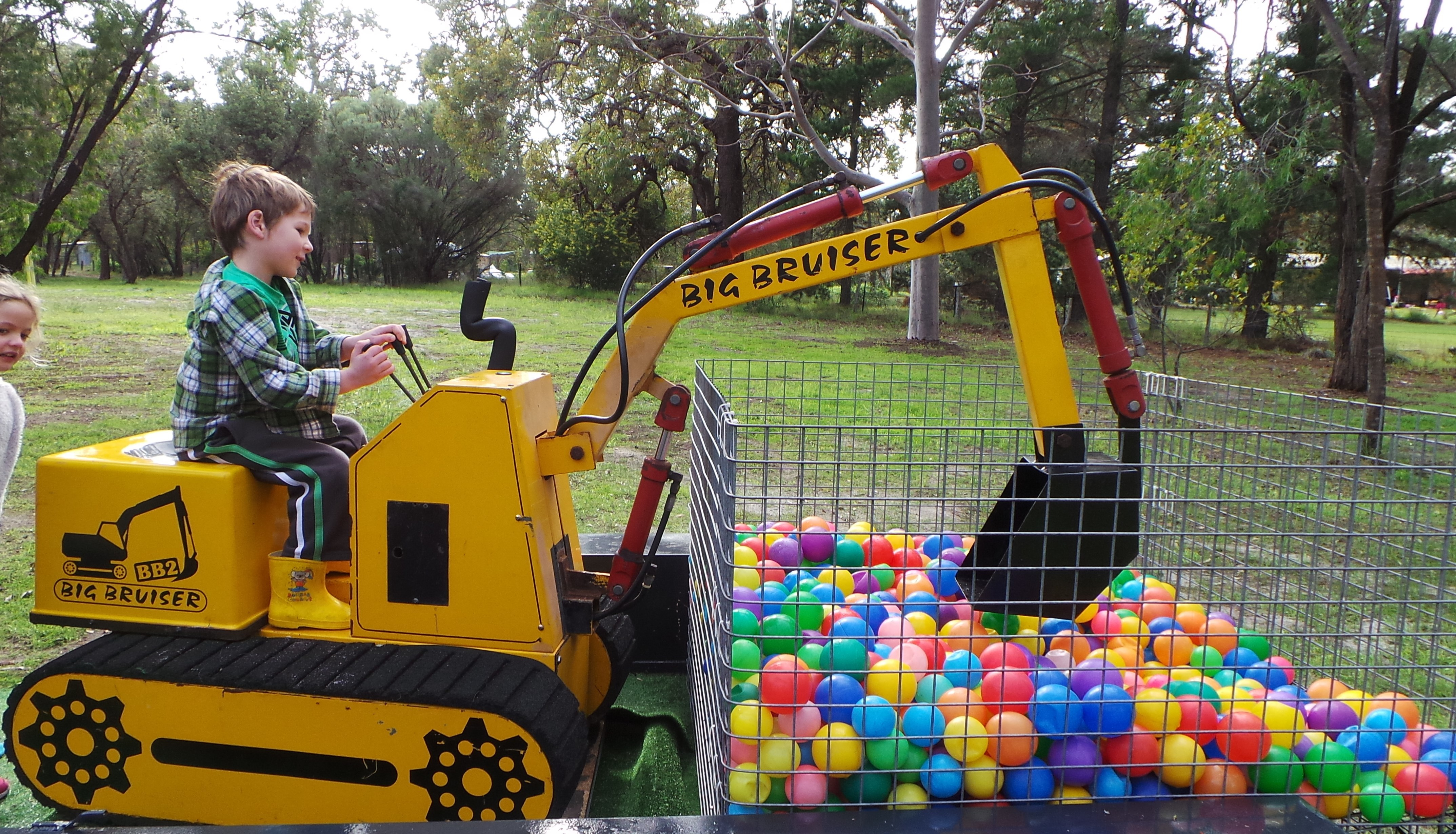 Whats On Perth Kids Kids Mini Digger Hire Parties And Fetes Perth