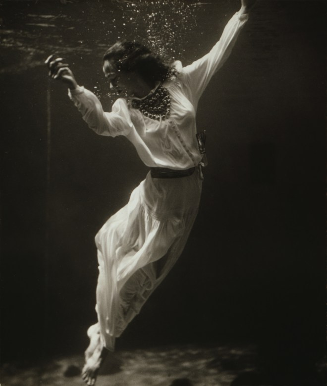 Underwater fashion show 1930s