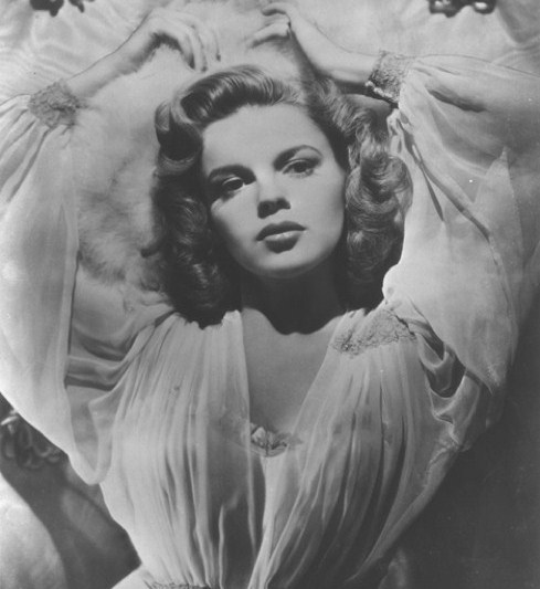 Judy Garland looking sexy...