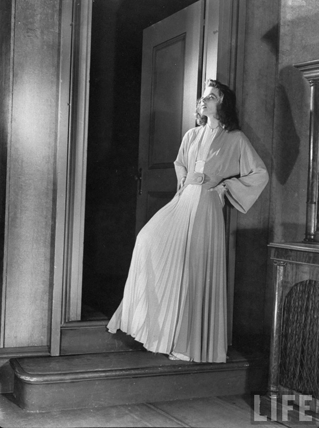 Katharine Hepburn's Costumes in The Philadelphia Story