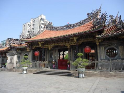 Lungshan_temple_taipei_taiwan