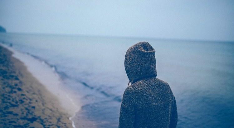 Du wolltest leben und kamst nicht dazu. Du wolltest leben und vergißt es vor lauter Geschäftigkeit. Du willst das spüren, was in dir ist, und hast eifrig zu tun mit dem, was um dich ist. – Verschüttet ist dein Lebensgefühl.