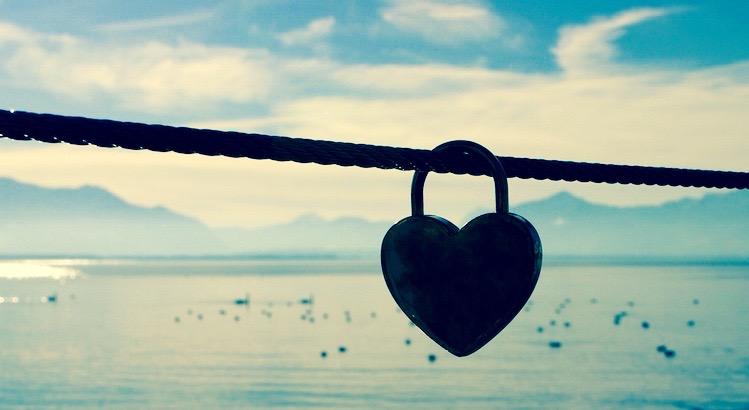 Das Herz ist nicht vollkommen, wennder richtige Schlüssel steckt, sondernwennder Schlüssel nach Verschluss verloren gehen darf. - Esragül Schönast
