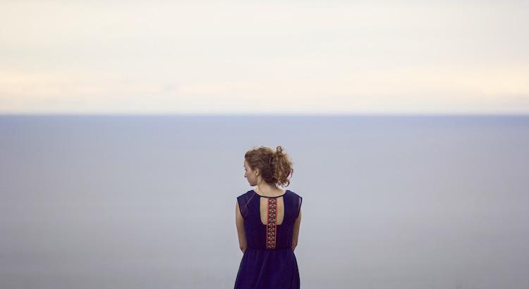 Schlimm ist nicht die Einsamkeit, sondern dieErkenntnis, sich in einem Menschen getäuscht zu haben!Manche Menschen treten einem auf den Fuß undentschuldigen sich. Manche Menschen treten einem direktins Herz und merken es nicht einmal.