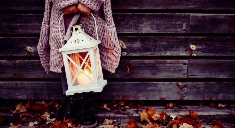 Gönnen Sie sich mehr von den kleinen Momenten, die das Leben ausschmücken.Sei es der Filmabend bei Kerzenscheinoder der Spaziergang durch den Herbstlaub. - Esragül Schönast