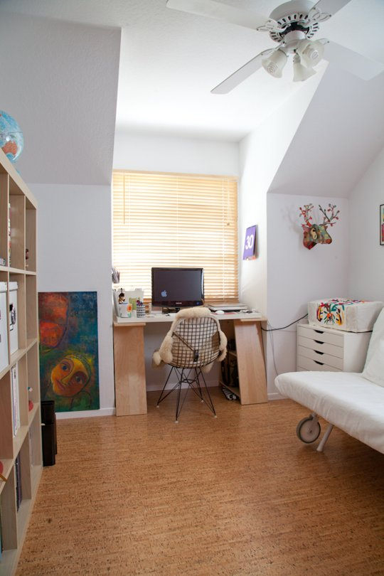 Beatriz Macias's home work space via Apartment Therapy