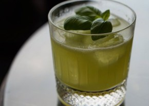 GONG | Jorg Meyer | Basil Gin Smash | Le Lion in Hamburg | WE LOVE FOOD, IT'S ALL WE EAT