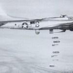 B-17G wirft Bomben ab