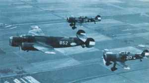 D.XXI Jäger eskortieren einen schweren Fokker T.V-Bomber