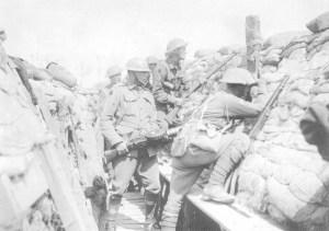 Infanteristen und ein Lewis-MG-Schütze der 2. australischen Division