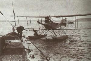 U35 mit Wasserflugzeug