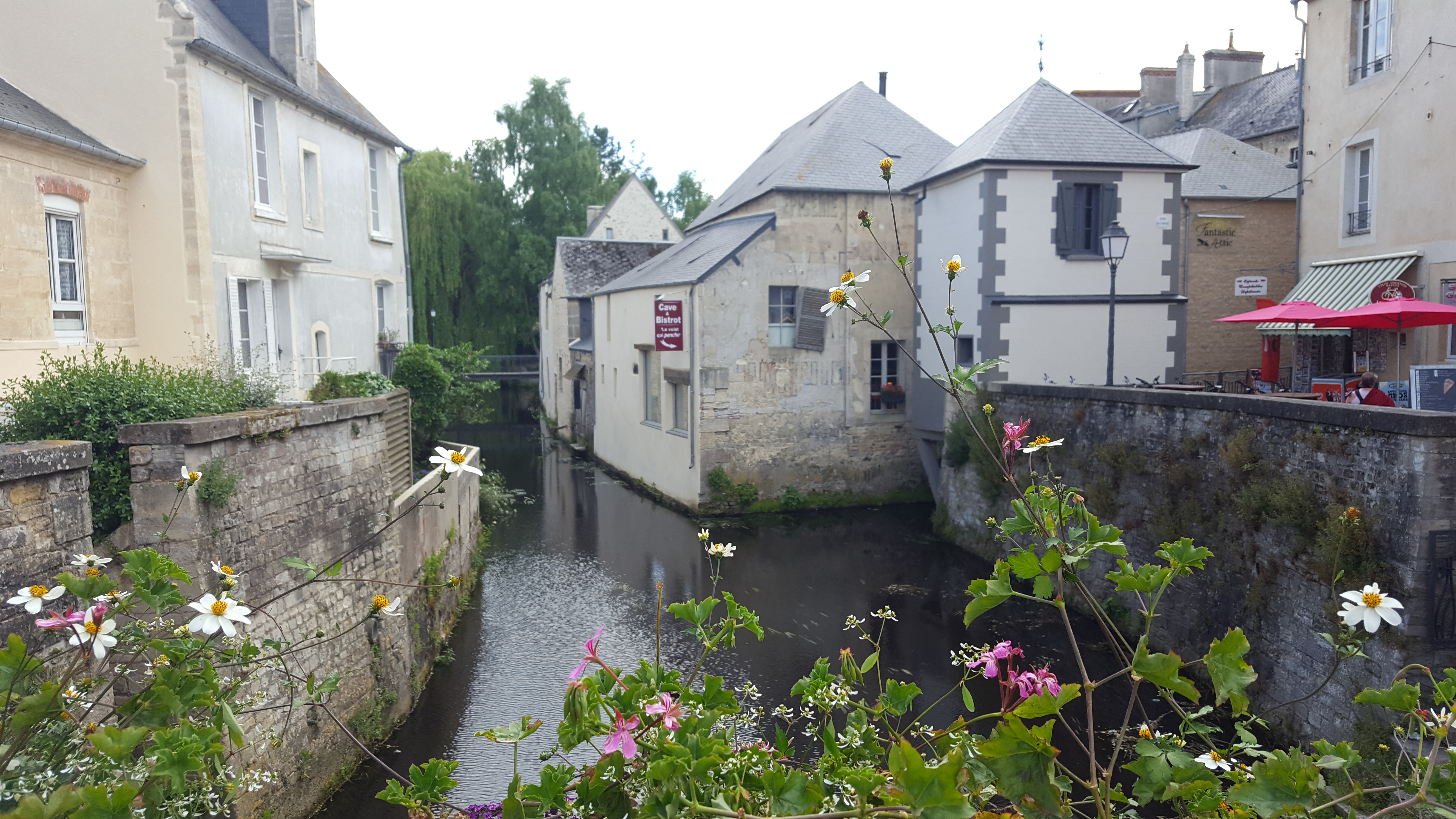 Store Banne Qui Penche Bayeux Normandy Wendy Dot Blog