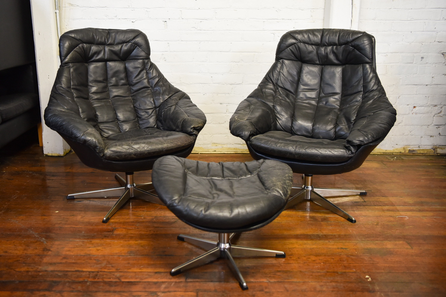 Leather Lounge Pair Of Black Leather Lounge Chairs With Ottoman By H W Klein For Bramin Mobler
