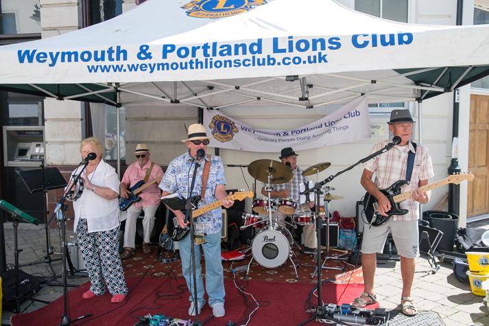 LIONS STREET BUSK RAISES £645