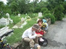 墓場で食す