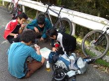 $われらがWFR ★ 早稲田大学山岳サイクリング部動画日記-バス停水生地下近く(作戦会議)