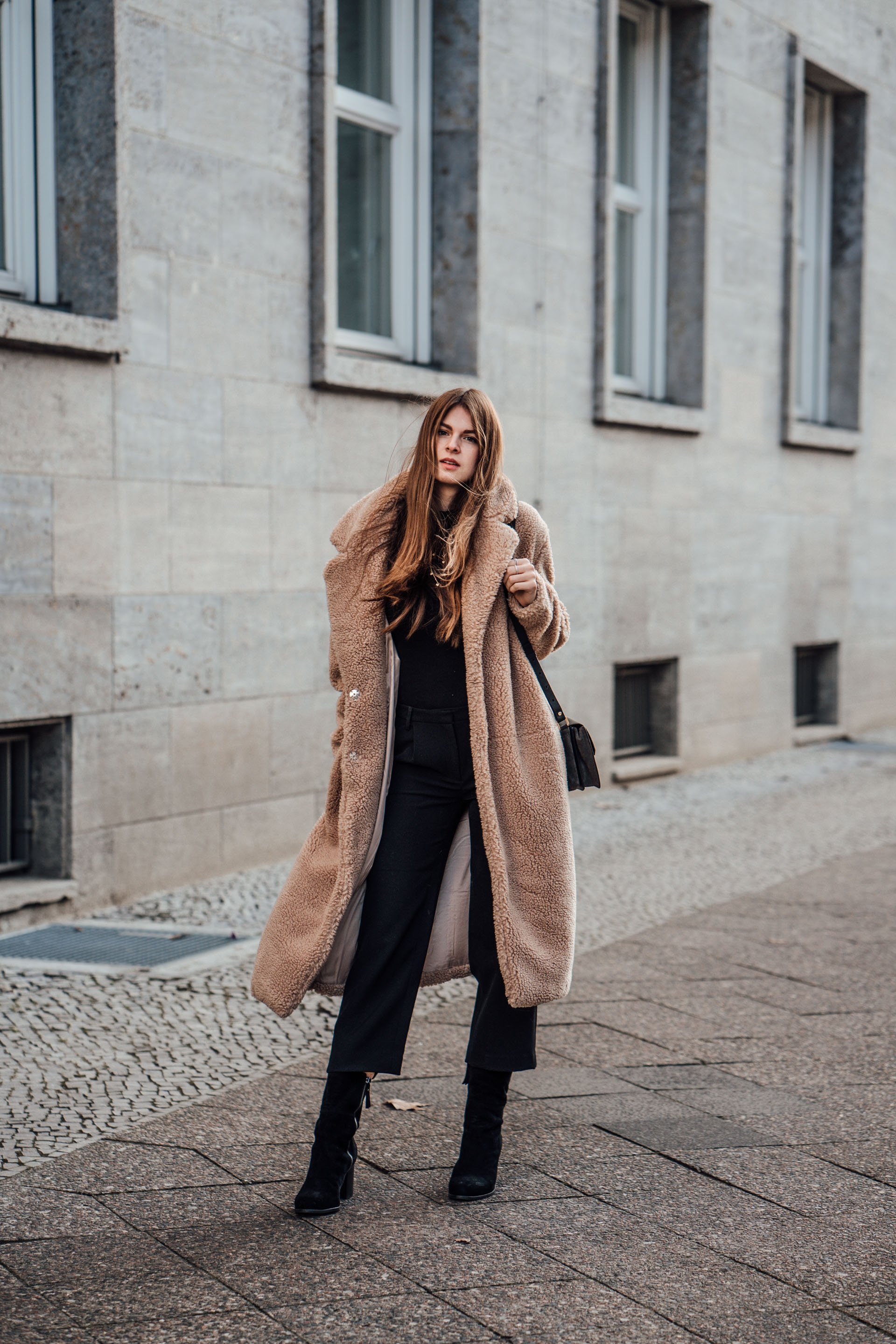 Outfit Herbst Teddy Coat Combined With An All-black Outfit || Fashion
