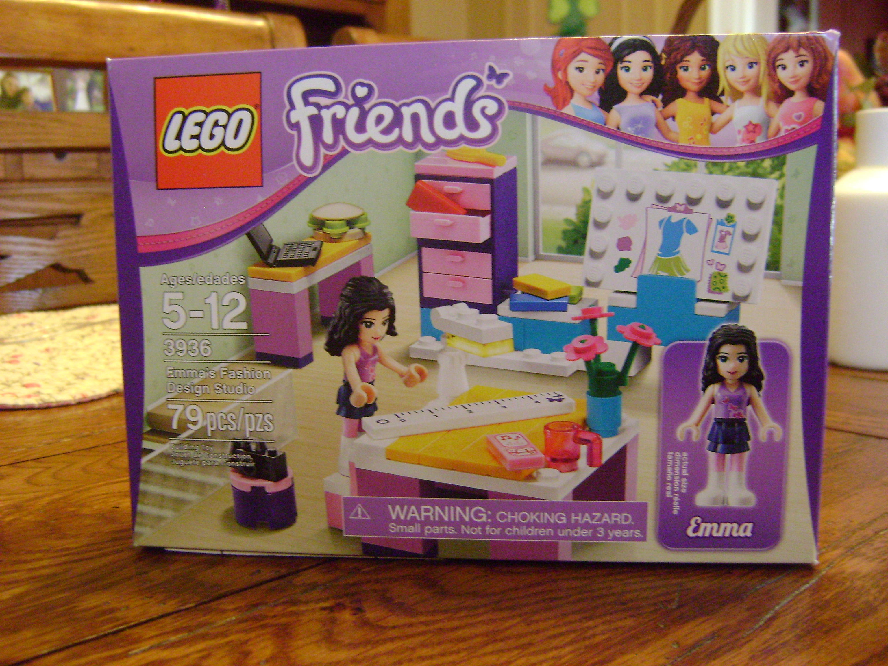 Toy review lego friends emma 39 s fashion design studio Crayola fashion design studio reviews
