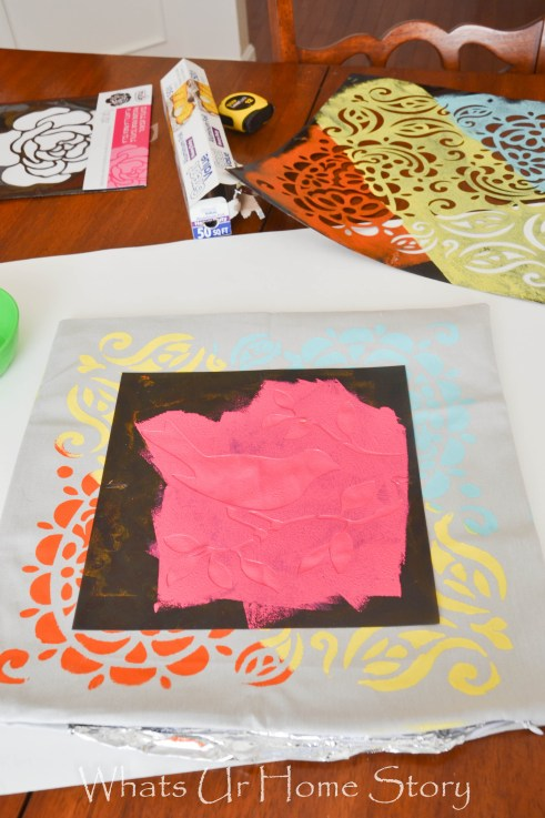 layered stencil pillow tutorial