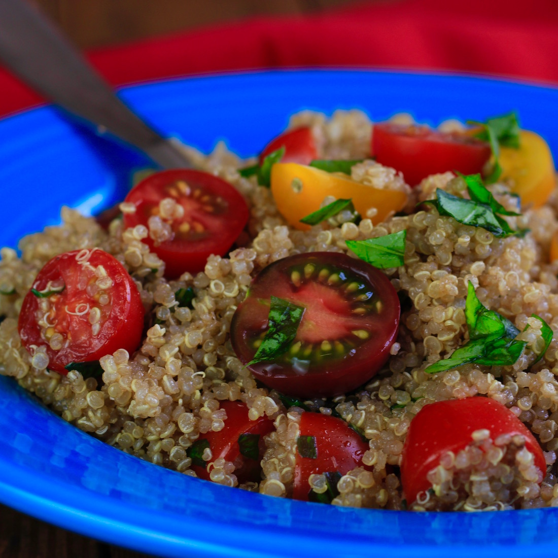 Tomato, basil and garlic quinoa salad | WHAT the HECK do I eat NOW