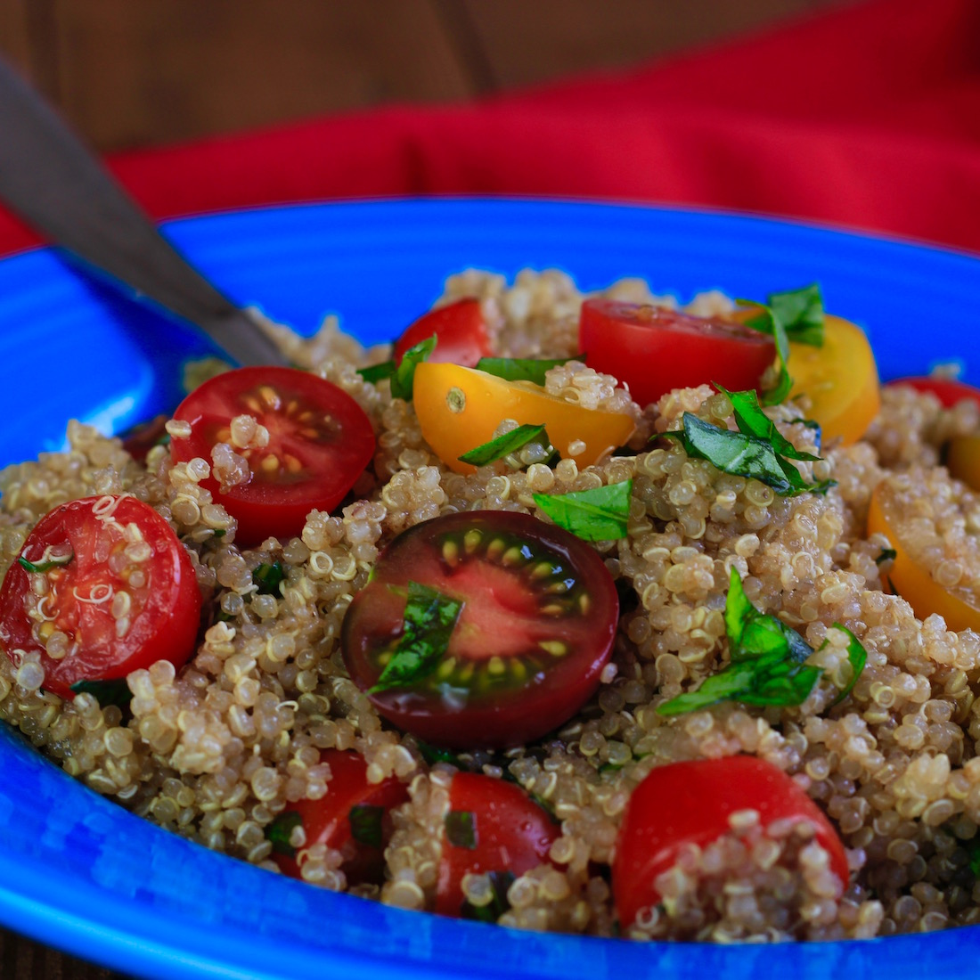 Tomato, basil and garlic quinoa salad | WHAT the HECK do I ...