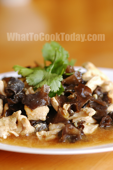 CHICKEN WITH WOOD EAR MUSHROOM