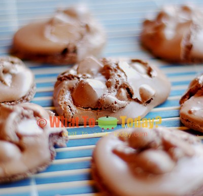 CHOCOLATE MACADAMIA NUT MERINGUE COOKIES