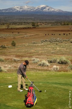 Teeing up against the mountains