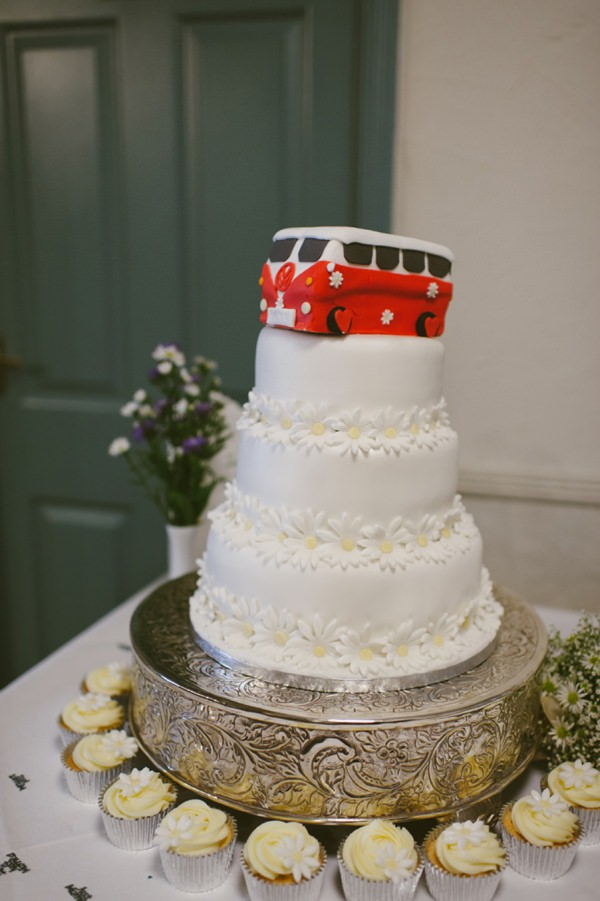 fun wedding cake daisy camper