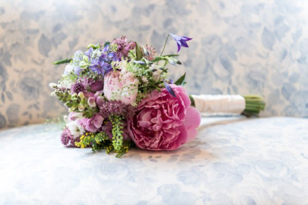 peony wedding bouquet http://www.vivaweddingphotography.com/