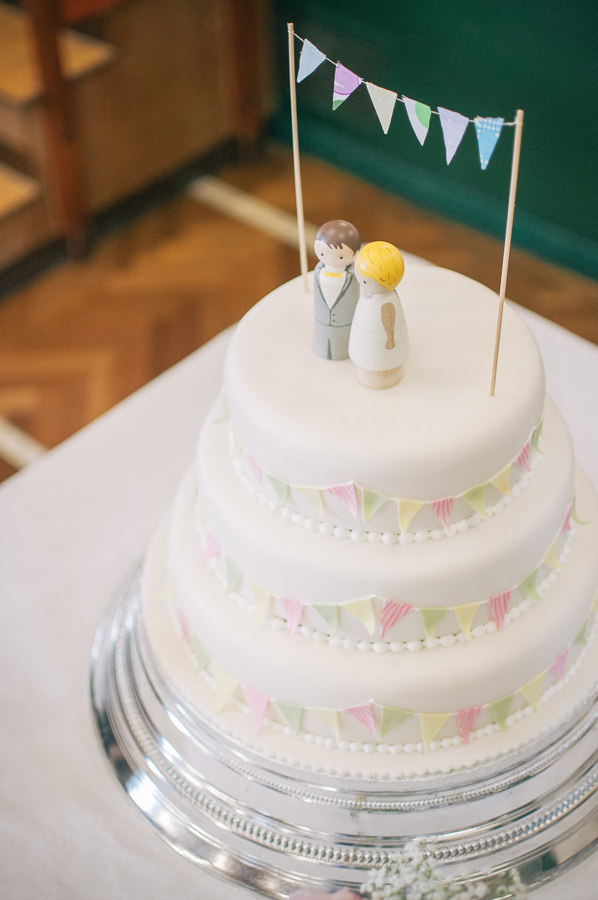 Sweet & Pretty Homemade Wedding Bunting Cake http://www.tohave-toholdphotography.co.uk/