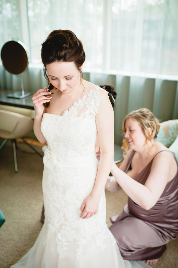 Simple City Chic Wedding http://photographybyclare.co.uk/
