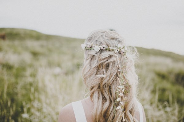 Bohemian Countryside Wedding Ideas Hair Bride Tousled Wavy http://www.frankee-victoria.co.uk/