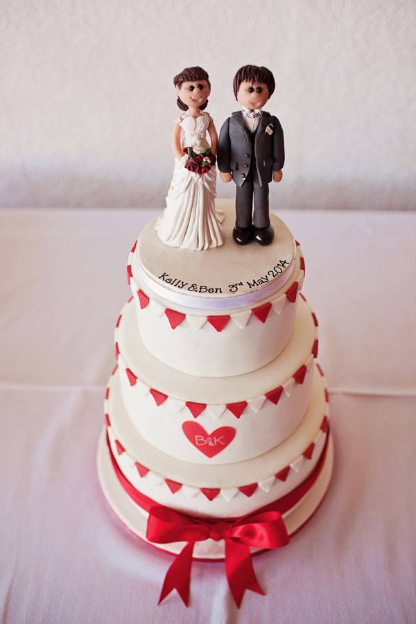 Funfair Farm DIY Wedding Red White Bunting Cake http://www.kathrynedwardsphotography.com/