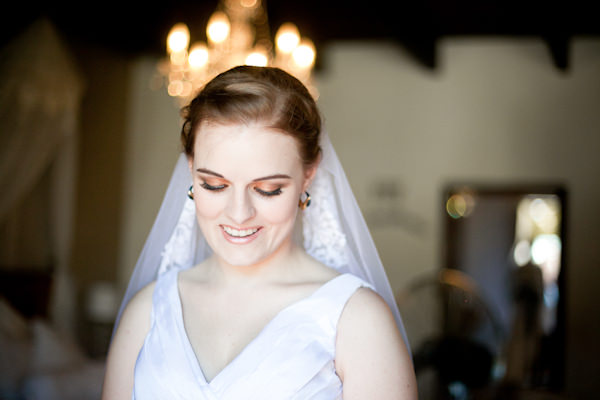 Beautiful Countryside South Africa Wedding Bride Veil Lace http://www.nadineaucamp.blogspot.co.uk/
