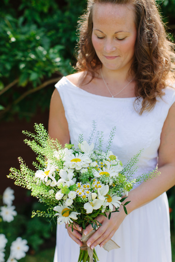 Natural Rustic Daisy Wedding Natural Boho Bride http://www.camillaarnholdphotography.com/
