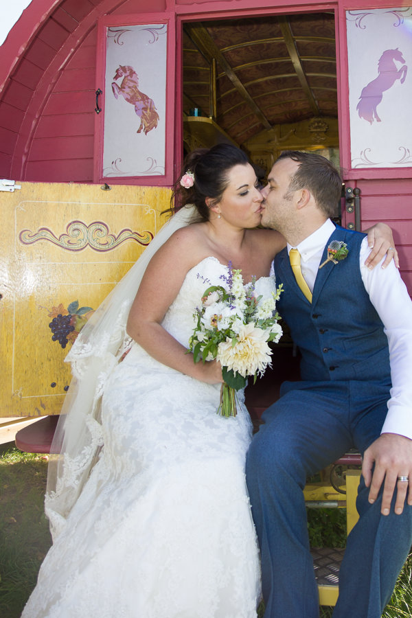Shabby Chic Farm Wedding http://bluedaisyphotography.co.uk/