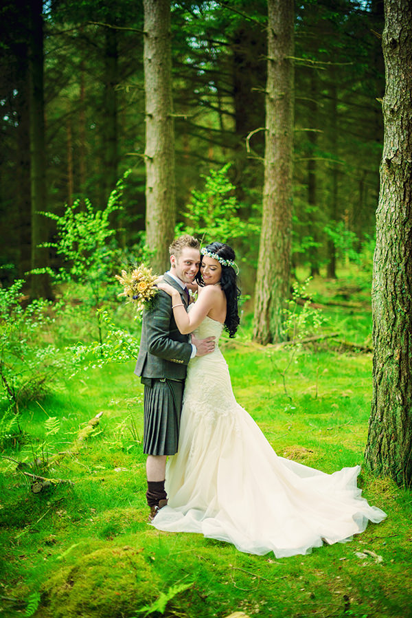 DIY Woodland Hessian Wedding http://www.photographybyvicki.co.uk/