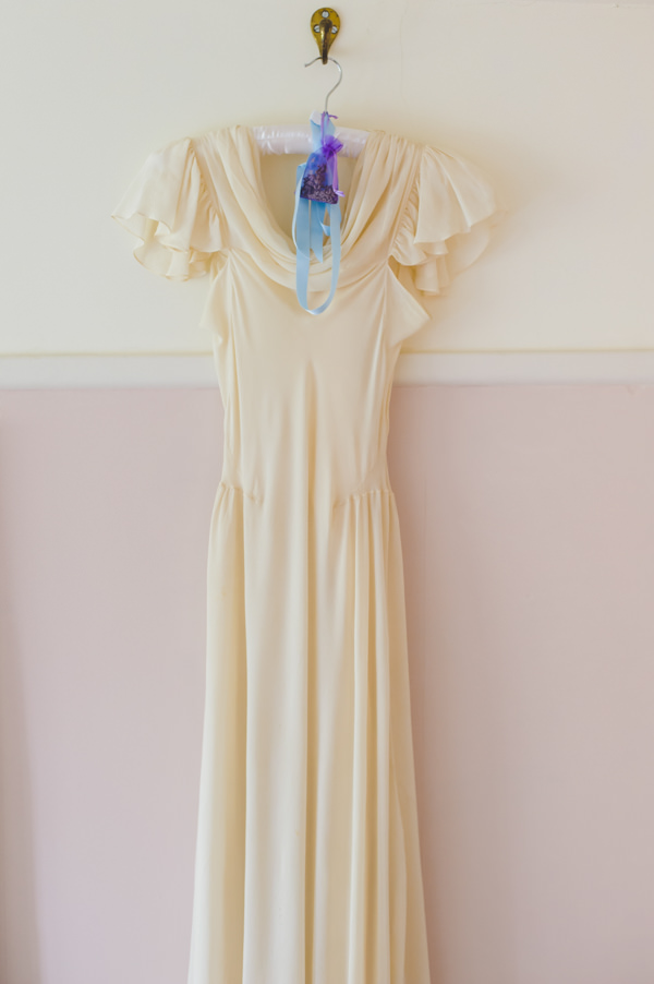 1930s Vintage Dress Vintage Wildflower Meadow Wedding http://annamorganphotography.co.uk/