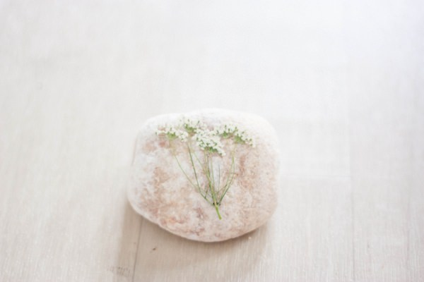 DIY Tutorial How To Pebble Stone Pressed Flower Leaf Botanical Favours Place Names