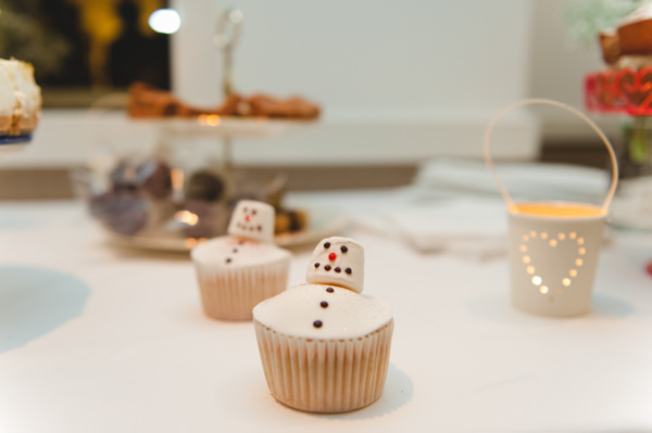 Simple Warm Festive Winter Wedding Snowman Cupcakes http://mackphotography.co.uk/