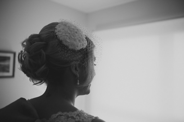 Simple Warm Festive Winter Wedding Birdcage Veil Bride http://mackphotography.co.uk/