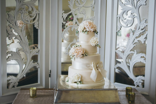 Luxe Traditional Pink Gold Wedding Tier Flower Cake http://www.annataylorphotography.co.uk/